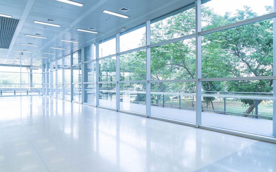 gereinigter Hartboden im Bürogebäude