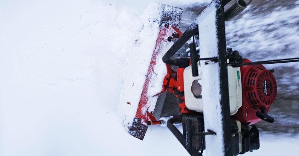 Schneepflug im Einsatz