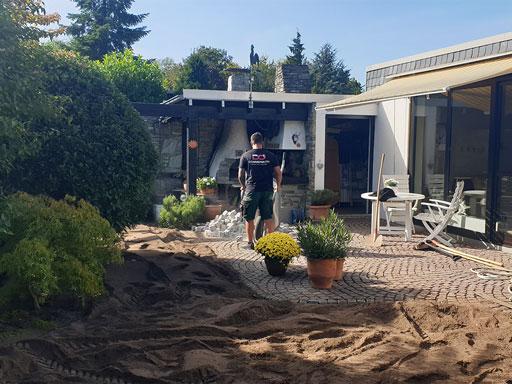 Mitarbeiter bei Garten Arbeiten
